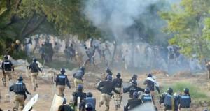 قتيلان ومئات الجرحى في تصعيد الاحتجاجات بباكستان