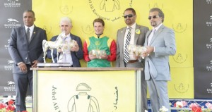 الخيالة السلطانية تفوز بسباق جبل علي بمضمار نيوبري البريطاني