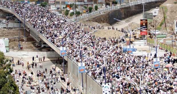 اليمن: حشد للحوثيين وآخر لأنصار الحكومة في صنعاء وتوقعات بمبادرة جديدة