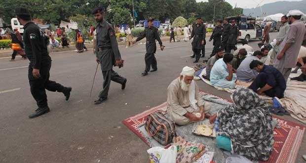 باكستان: الجيش على خط الأزمة السياسية وشريف ينفي استدعاءه