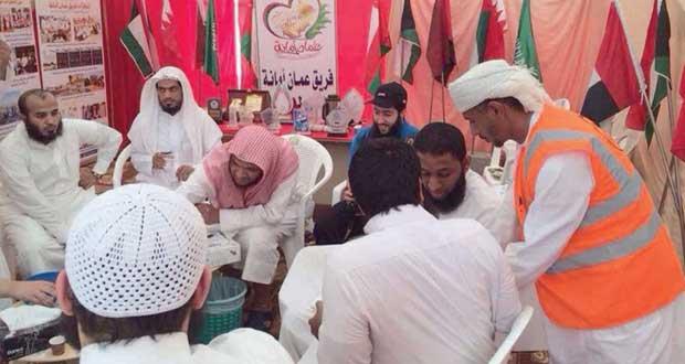 فريق عمان أمانة التطوعي يواصل تقديم خدماته لزوار خريف صلالة