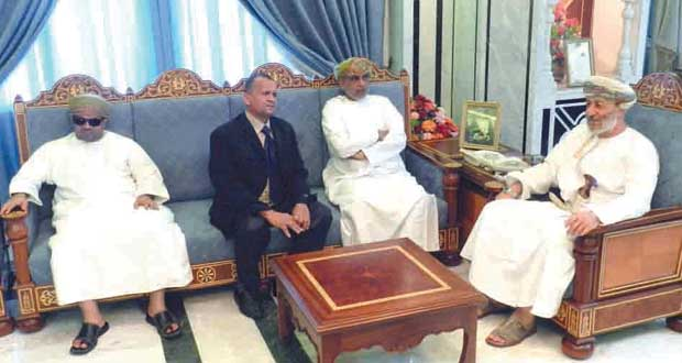 محافظ ظفار يستقبل رؤساء الوفود المشاركة بالملتقى الخليجي للمكفوفين