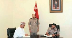 المفتش العام للشرطة والجمارك يوقع سبع اتفاقيات لتطوير منافذ برية وإنشاء منشآت شرطية بمحافظة البريمي