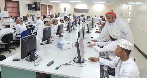 """""""الخدمة المدنية"""" تجري الاختبارات والمقابلات لوظائف محافظة ظفار"""