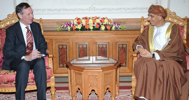 نيابة عن جلالة السلطان فهد بن محمود يستقبل السفير البريطاني