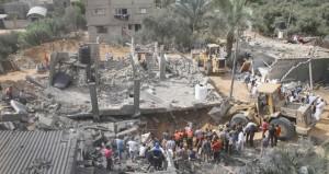 الفلسطينيون أمام أسابيع حاسمة .. و3 شهداء في مخلفات العدوان