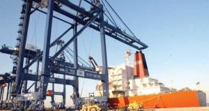 مسؤولون ورجال أعمال لـ(الوطن الاقتصادي): فترة انتظار الشاحنات بميناء صحار تزيد من تكلفة النقل ويجب إدخال التقنيات في إجراءات التفتيش