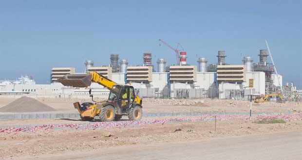 مدير عام منطقة صور الصناعية: 1.9 مليار ريال عماني إجمالي استثمارات المشاريع الموطنة.. ومجمع الغاز المسال يساهم بـ12% من الناتج المحلي