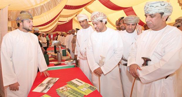 """(المناطق الصناعية) تنظم معرضاً للمنتجات العمانية لطلبة مدارس """"شناص"""""""