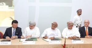 (النفط العُمانية) توقع على عقود تسهيلات إئتمانية مع 16 بنكاً بقيمة 712 مليون ريال عماني