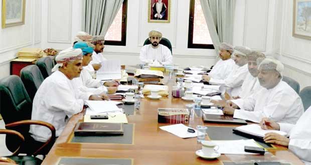 لجنة مناقصات صلالة تسند عددا من المشاريع