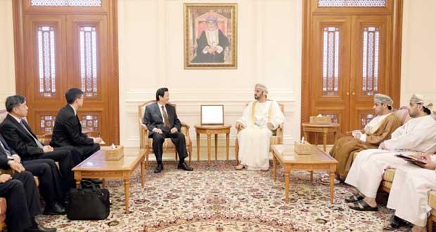رئيس مجلس الشورى يستقبل نائب رئيس لجنة الشؤون الخارجية بالمجلس الاستشاري الصيني