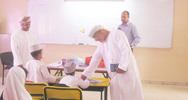 اللجنة المشكلة للاطلاع على سير العمل بالمحافظات التعليمية تزور تعليمية جنوب الشرقية