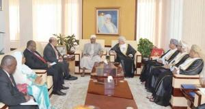 بحث التعاون المشترك بين السلطنة وحكومة زنجبار