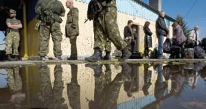 """أزمة أوكرانيا : موسكو تنفي محادثات مع كييف لإقامة """"منطقة عازلة"""""""
