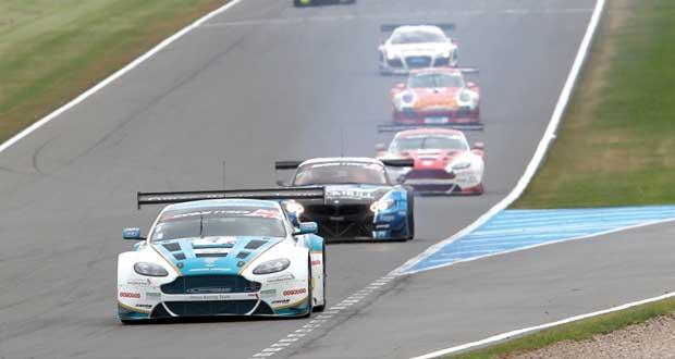 فريق عمان لسباقات السيارات يتوج بلقب بطولة جي تي البريطانية