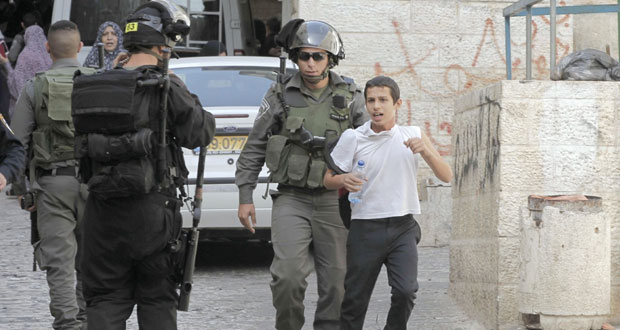 الاحتلال يقتحم الأقصى ويصيب عشرات المصلين