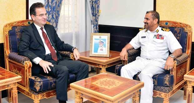 قائد البحرية السلطانية العمانية يستقبل نائب وكيل صناعات الدفاع التركي