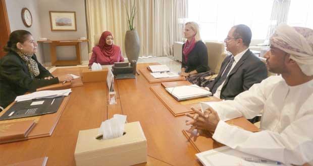 وزيرة التعليم العالي تلتقي وفدا من البنك الدولي