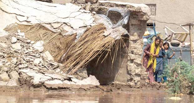 باكستان: 5 ملايين متضرر من الفيضانات وجهود لتحويل مسار السيول
