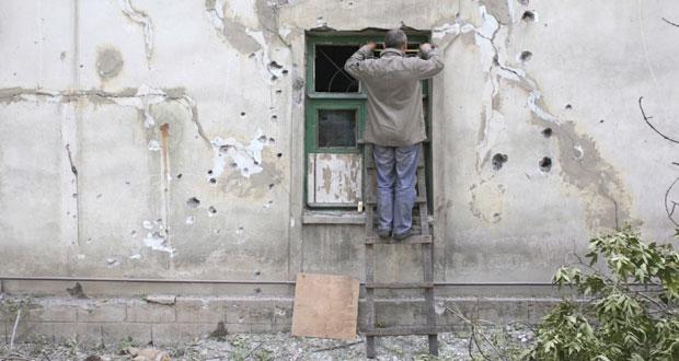 أوكرانيا: الانفصاليون يسحبون المدفعية من الجبهة الشرقية