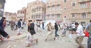 اليمن: قتلى أمام (الوزراء) واشتباكات على مدخل صنعاء وإقالة مدير شرطة العاصمة