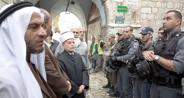 إسرائيل تزداد سعارا بإغلاق (الأقصى) وعباس يعتبره (إعلان حرب)