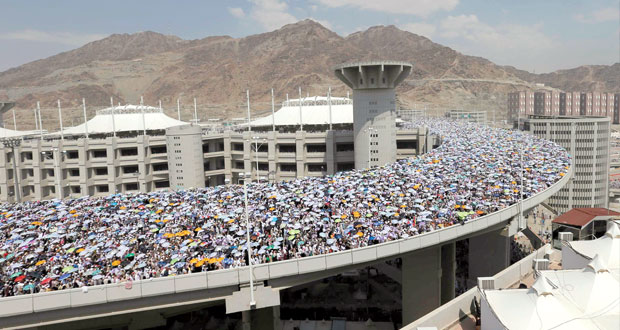 المتعجلون يشرعون في المغادرة ومطار مسقط يستقبل أول أفواج الحجيج.. اليوم