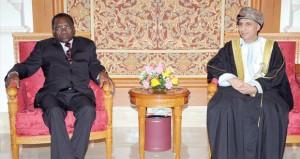 فهد بن محمود في مقدمة مستقبلي رئيس الوزراء التنزاني