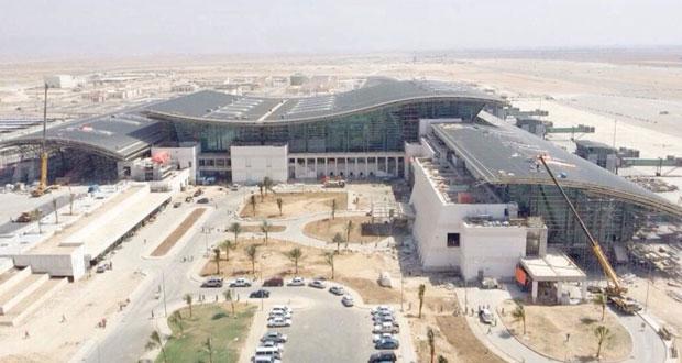 الفطيسي يتفقد مشروع مطار صلالة الجديد