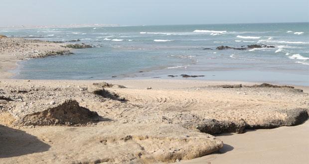 الأماكن البحرية الجميلة تجذب السياح على طول المناطق الساحلية بجعلان
