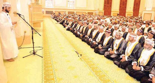 وزير الدولة ومحافظ ظفار يؤدي صلاة عيد الأضحى المبارك بجامع السلطان قابوس بصلالة