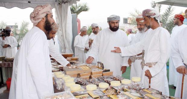 التوبي يفتتح مهرجان التمور العمانية الثاني بولاية نزوى بمحافظة الداخلية