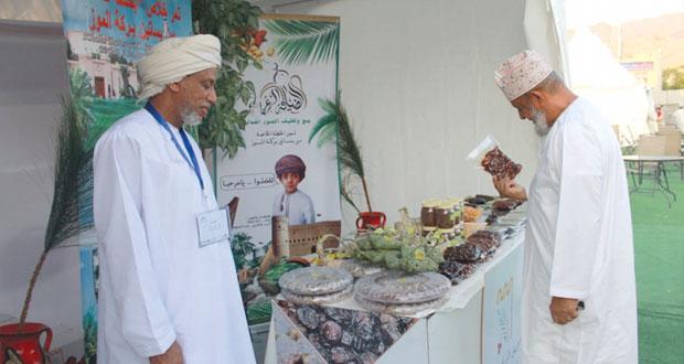 اليوم .. افتتاح مهرجان التمور العمانية الثاني بنزوى