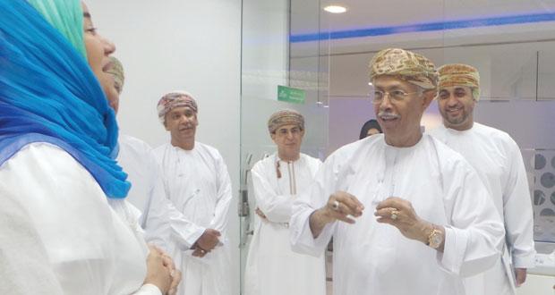 عبدالعزيز الرواس يطلع على تجارب الشركات المحتضنة بالمركز الوطني للأعمال