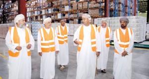 وزير التجارة والصناعة يطلع على جاهزية شركة المدينة للخدمات اللوجستية بالرميس في استقبال الحاويات المجزأة من ميناء صحار