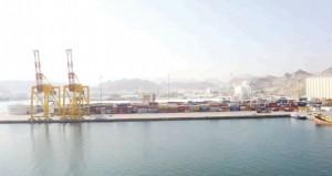 أكثر من 3 ملايين طن إجمالي البضائع المفرغة والمشحونة بميناء السلطان قابوس بنهاية يوليو الماضي