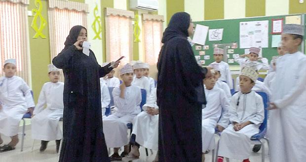 بلدية الرستاق تنفذ محاضرات توعوية حول النظافة العامة ورمي المخلفات