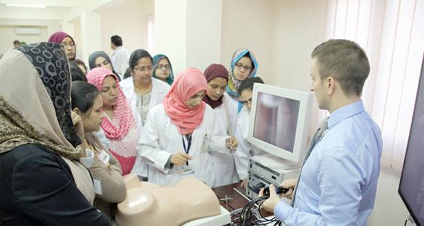حلقة عمل حول المناظير الرحمية بمركز المحاكاة الطبي