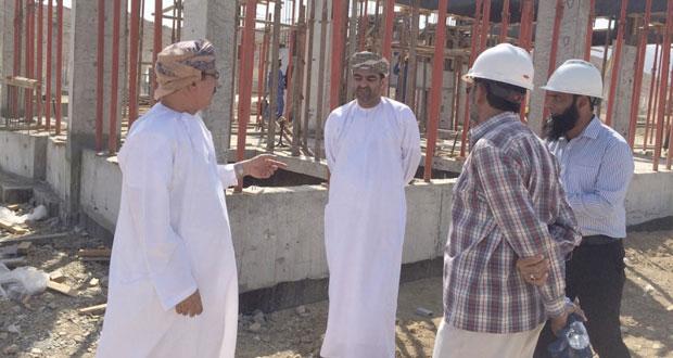 وزير الإسكان يتابع مشاريع الوحدات السكنية بمسقط