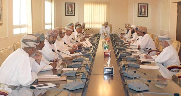المجلس البلدي بمحافظة الداخلية يستعرض المشاريع الخدمية بالمحافظة