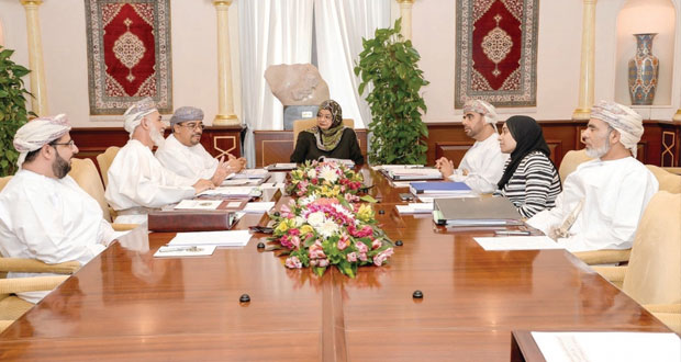 مجلس جامعة السلطان قابوس يناقش نظام التعليم الموازي ويبارك وثيقة إعداد سياسات الجامعة