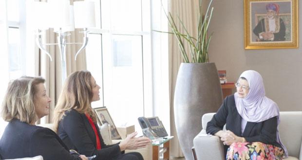 راوية البوسعيدية تلتقي مساعدة وزير الخارجية الأميركي للشؤون التعليمية