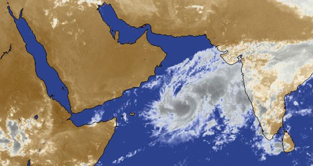 العاصفة المدارية (نيلوفر) تقترب من سواحل السلطنة وتوقعات بعدم عبور المركز إلى أراضينا