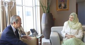 راوية البوسعيدية تلتقي مؤسس منتدى جمعية العلوم والتكنولوجيا الياباني