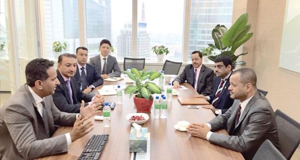 بدر بن حمد يلتقي بعدد من المسؤولين وممثلي القطاعات التجارية والصناعية بالصين
