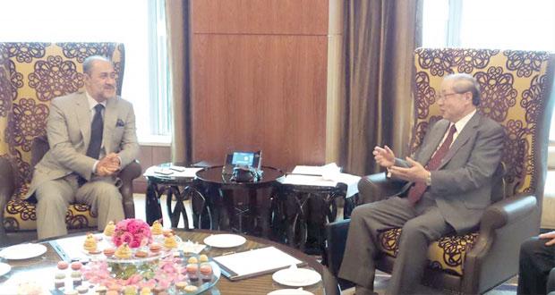 هيثم بن طارق يستقبل رئيس مجلس إدارة شركة ميتسوبيشي
