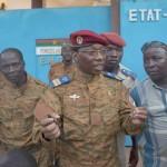بوركينا فاسو: كومباروي (يتنحى) تحت ضغوط الجيش والشارع