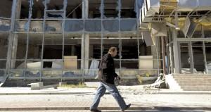 أوكرانيا: معارك حول مطار (دونيتسك) واتهام الانفصاليين بخرق الهدنة