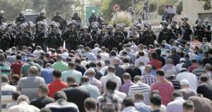 """الاحتلال يقمع مسيرات الضفة ويمنع الصلاة في """"الأقصى"""""""